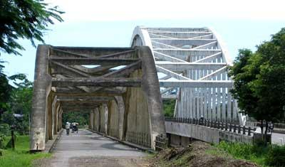 jembatan deck bawah berupa jembatan busur beton di jateng