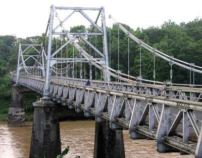 jembatan gantung di kali progo