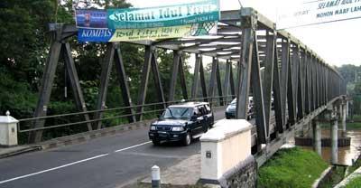 jembatan transfield di atas sungai progo yogyakarta