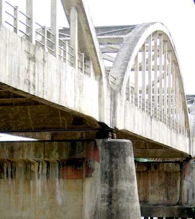tumpuan jembatan busur beton di jateng